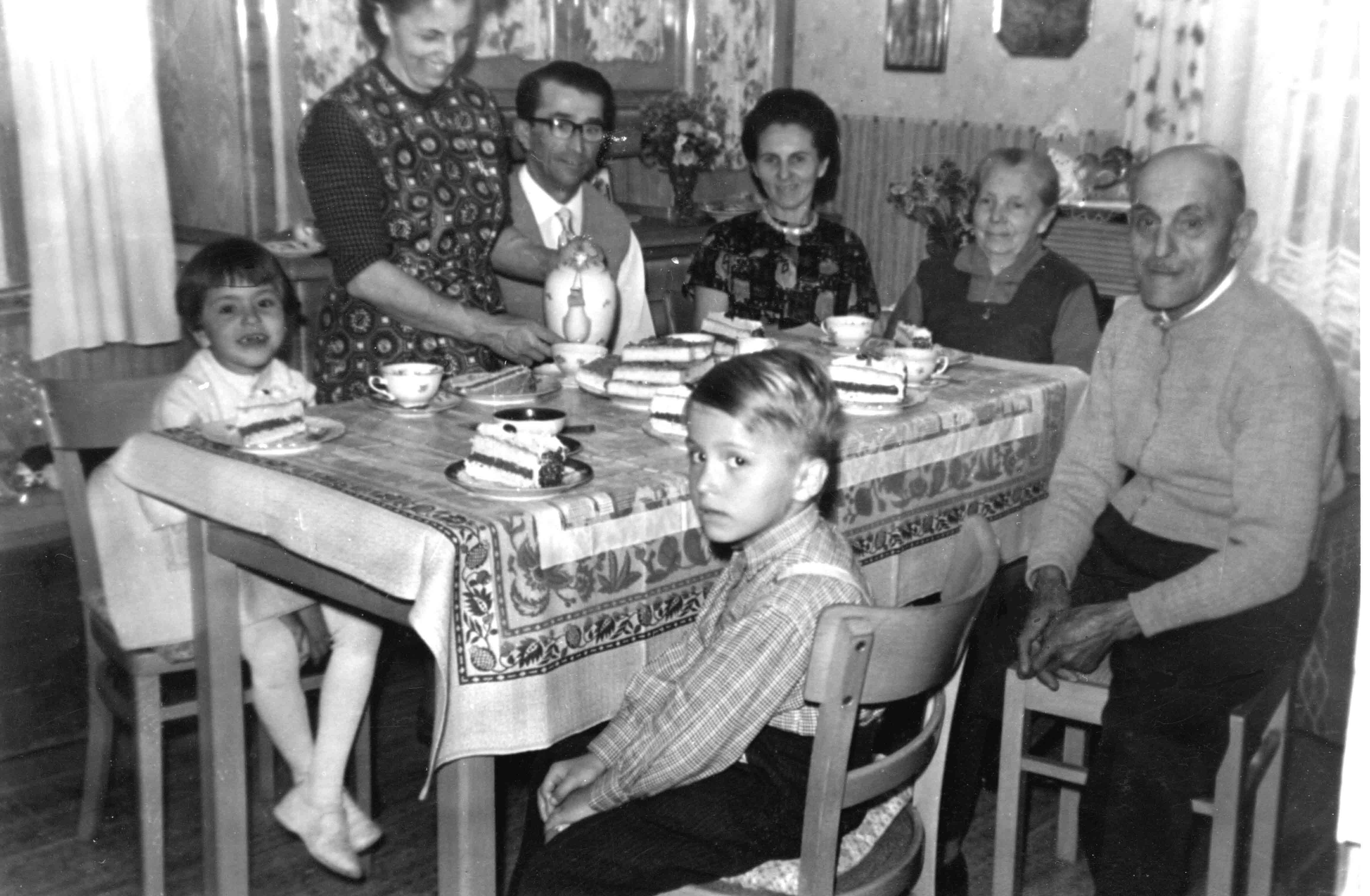 das waren noch zeiten die 60er jahre familienleben. Black Bedroom Furniture Sets. Home Design Ideas
